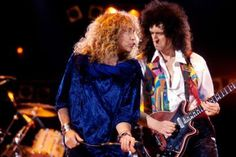 """The """"Freddie Mercury Tribute Concert"""": Brian May (queen) and Robert Plant (zeppelin) On Stage!"""