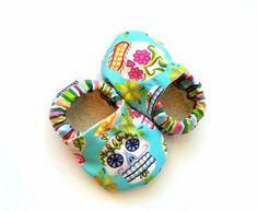 Sugar skull baby girl booties - AHH Dia de los muertos..Love this