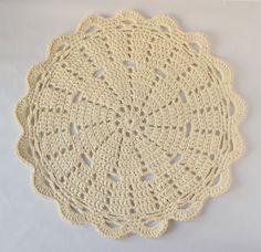 Doily rug PDF crochet pattern for Tshirt yarn / tarn by ihanitse, €4.90