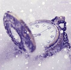 Image uploaded by Sol. Find images and videos about photography, vintage and winter on We Heart It - the app to get lost in what you love. Alice Tattoo, Cinderella Story, Photo Facebook, Foto Fantasy, Fantasy Art, Photo Vintage, Vintage Images, Night Circus, Frozen In Time