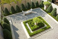 loving this mini french garden - traditional landscape by Isler Homes French Formal Garden, French Courtyard, Small Courtyard Gardens, Small Courtyards, Small Gardens, Modern Courtyard, Front Gardens, Modern Landscape Design, Traditional Landscape