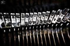 """""""Un aforisma non si può dettare su nessuna macchina da scrivere. Ci vorrebbe troppo tempo."""" [Karl Kraus]"""