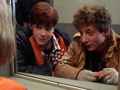 Cameron Monaghan and Jeremy Allen White in Shameless Shameless Season 3, Shameless Series, Jeremy Allen White, Best Duos, Cameron Monaghan, Casting Pics, Lights Camera Action, New Friends, Aesthetic Pictures