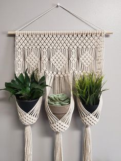 Diamond triple plant hanger / Small macrame wall hanging / plant holder / home decor - DIY Blumen Macrame Wall Hanging Patterns, Large Macrame Wall Hanging, Hanging Plants, Free Macrame Patterns, Macrame Mirror, Macrame Hanging Planter, Hanging Gardens, Macrame Curtain, Macrame Art