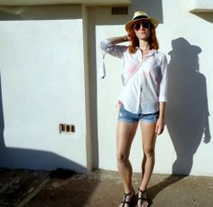 white shirt beach wear shorts fedora fashion blogger classic style