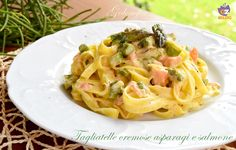 Tagliatelle cremose asparagi e salmone, buonissime e rapide da preparare. Un piatto semplice e saporito, perfetto per la Primavera e l'estate!