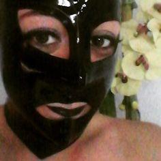 Relaxing sunday. Tomorrow back to work!  #rubbergirl #rubberhood #blacklips #eye #fetishrubber #fetishlatex #fetish #happy #happyweekend #tw #pn #tm #fb Follow me on Instagram: @elenadarkberry