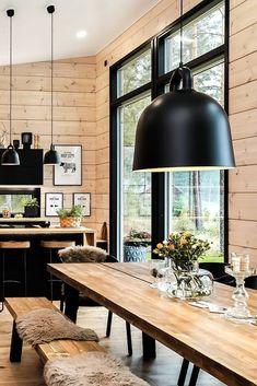 Home ideas Black log home into rural setting - Honka Stylish Bath Sheets Article Body: Bathrooms are Modern Cabin Interior, Home Interior Design, Modern Cabin Decor, Modern Log Cabins, Modern Rustic, Cabin Design, Küchen Design, Cottage Design, Cabin Homes