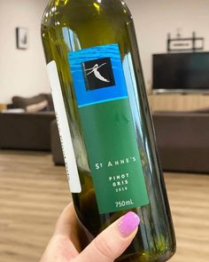 We recently tasted this 2019 Pinot Gris sample from St Annes Winery (thank you!) here in Victoria. This Pinot Gris retails for $20.   #wine #pinotgris #wineblog