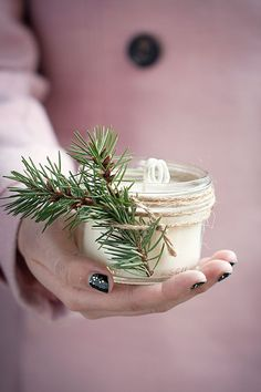 These DIY Handmade Pinecone Scented Soy Candles make lovely homemade Christmas gifts for friends and family.