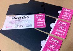 Parte de los últimos trabajos: impresión de tarjetas ticket troqueladas con sobre satinado brillante para los 15 de Cielito