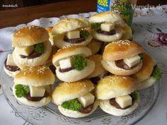Mini žemličky á la žaby Sandwiches, Russian Recipes, Canapes, Bagel, Minis, Bread, Snacks, Party, Ethnic Recipes