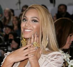 Image detail for -Beyonce Knowles Grammy Awards Gold Hologram Minx nails Rihanna Is So . Star Nail Art, Star Nails, Hollywood Nails, Hollywood Stars, Nail Polish Trends, Nail Polish Colors, Nail Trends, Beyonce Nails, Beyonce Beyonce