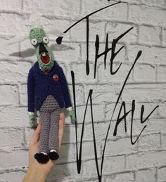 Teacher from The Wall - free crochet pattern by Ana Amélia (Miahandcrafter).