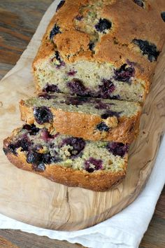 Easy Blueberry Zucchini Bread Recipe (Use gluten free flour for our family. Yummy Treats, Yummy Food, Zucchini Bread Recipes, Shredded Zuchinni Recipes, Dairy Free Zucchini Bread, Large Zucchini Recipes, Cinnamon Zucchini Bread, Zuchinni Bread, Recipe Zucchini