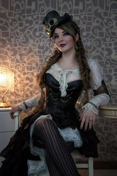 Wondering what is Steampunk? Visit our website for more information on the latest with photos and videos on Steampunk clothes, art, technology and more. Gothic Steampunk, Couture Steampunk, Steampunk Mode, Style Steampunk, Steampunk Cosplay, Steampunk Clothing, Victorian Fashion, Gothic Fashion, Steampunk Fashion Women