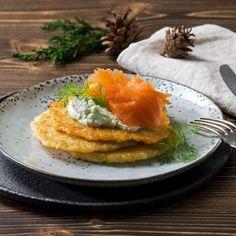 Chiftele de cartofi cu somon afumat și wasabi Menu, Eggs, Breakfast, Dill Recipes, Cooking, Potato Latkes, Website, Potato, Pisces