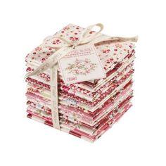 Tilda Cabbage Rose Fat Eight Bundle Red / White 14 Pieces