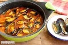 Mejillones con tomate a la marinera. Receta con fotos paso a paso de la elaboración y presentación. Trucos para hacer la salsa. Guiso marinero de...