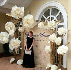 Wedding decorations elegant diy paper flowers ideas for 2019 Giant Paper Flowers, Diy Flowers, Wedding Flowers, Fake Flowers, Paper Roses, Wedding Colors, Wedding Dresses, Elegant Wedding, Diy Wedding