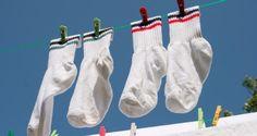 Mesmo após várias lavagens na máquina ou mesmo à mão, meias que ficaram encardidas ao longo do tempo...