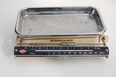 Küchenwaage - I have a kitchen scale that I found at a flea market (flohmarkt) in Frankfurt
