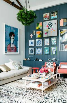 table basse design, acheter une jolie table basse ikea, mur bleu, peintures murales