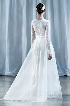 Had to do a double take on this one! Long sleeve wedding dress from Monique Lhuillier, Fall 2013 Modest Wedding Gowns, Lace Wedding Dress With Sleeves, Gowns With Sleeves, Long Sleeve Wedding, Designer Wedding Dresses, Wedding Attire, Bridal Dresses, Wedding Outfits, Gown Wedding