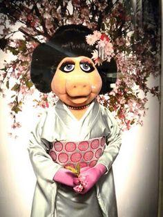 miss piggy in kimono Miss Piggy Muppets, Les Muppets, Kermit And Miss Piggy, Kermit The Frog, Danbo, Jim Henson, Fraggle Rock, The Muppet Show, Still Love Her