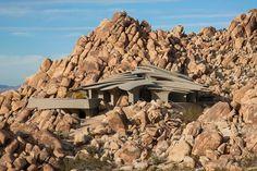 Futuristisch huis integreert met de Californische woestijn
