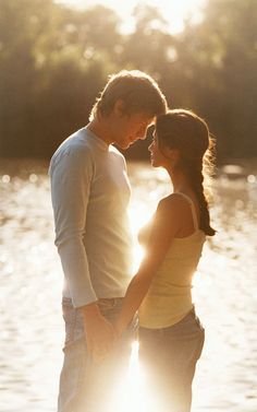 Summer romance: outdoor date ideas for couples Romantic Love Couple, Couples In Love, Engagement Couple, Engagement Pictures, Couple Photography, Engagement Photography, Romantic Photography, Images D'engagement, Quotes Images