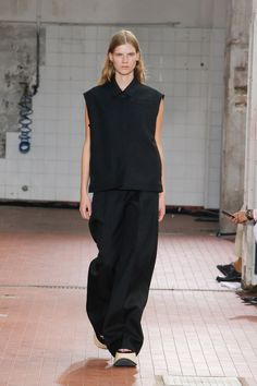 Jil Sander Spring 2019 Ready-to-Wear Collection - Vogue Jil Sander, Runway Fashion, Fashion Outfits, Vogue Russia, Fashion Show Collection, Minimal Fashion, Looks Cool, Fashion Details, Models
