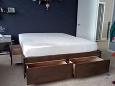 Image from http://lindaberner.com/wp-content/uploads/2015/09/king-size-platform-bed-designs-without-headboards-with-brown-wooden-base-plus-drawer-storage-on-gray-rugs-ideas.jpg.