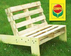Maak een comfortabele tuinstoel met behulp van europalletten. *** Créez une chaise de jardin confortable à l'aide d'europalettes.
