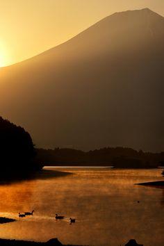 Ukiyo-e Mt.Fuji auf 500px durch Takanobu Nushi, Tokyo, Japan☀ NIKON D600-f / 5,6 bis 1 / 3200S-100mm-iso250, 3371✱5056px Bewertung: 98.7◉ Foto Lage: Google Maps | auf Wikipedia über: Berg Fuji