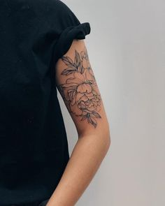 Women black style tattoo t a t t o o - tattoo s.- Women black style tattoo t a t t o o – tattoo style - Palm Tattoos, Mini Tattoos, Flower Tattoos, Body Art Tattoos, Sleeve Tattoos, Sleeve Tattoo Women, Floral Arm Tattoo, Tattoo Sleeves, Tattoo Style