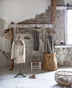If you want to have stuff readily available but stowed clearly, you need a coat rack and some bags of baskets | Styling Marianne Luning | Photographer Anna de Leeuw | vtwonen juli 2015