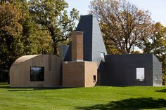 Winton Guest House by Frank Gehry