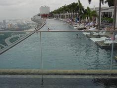 """SINGAPORE - Piscine au sommet de l'hôtel """"Marina Bay Sand"""" Marina Bay, Outdoor Decor, Home Decor, Travel, Homemade Home Decor, Decoration Home, Interior Decorating"""