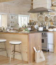 Like stone backsplash Bobby Houston's Cabin Decor - Modern Cabin Decorating Ideas - Country Living Modern Cabin Decor, Rustic Modern, Kitchen Dining, Kitchen Decor, Stone Kitchen, Kitchen Walls, Wooden Kitchen, Home Goods Decor, Home Decor