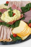 How to Make a Cold Cut Platter thumbnail