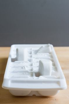 freeze (canned) coconut milk in ice cube trays to add to smoothies, shakes, and cold coffee drinks. could also mix in vanilla bean seeds! Frozen Fruit Smoothie, Juice Smoothie, Smoothie Drinks, Healthy Smoothies, Healthy Drinks, Healthy Snacks, Breakfast Smoothie Recipes, Canned Coconut Milk, Almond Milk