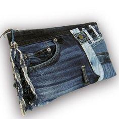 """ゴージャスなビンテージ帯の斜めがけ、ショルダー、クラッチ、ウエストポーチと、4通り使えるバッグです。 カジュアルファッション、ディナーやパーティー、 洋装、和装両方にお勧めです。バッグの内側は、シルクの着物地の総裏付きで、 ポケットが内側に3個と外側に1個ついています。開閉はファスナーで安全です。ファスナースライダーは紺の紐にゴールドのボタン10個。ベルトの長さ:約114cm素材:絹100%の帯1、濃紅 こいくれない色にゴールドの花模様  メタリックゴールドの菱形に濃いピンク、紺、サーモン、  バイオレットの菊の花2、濃い赤の厚手コットン生地サイズ:縦17.5cm x 横28.5cm マチ無し""""マネキンのサイズ""""バスト89cm、ウエスト66cm、ヒップ90cm、肩幅60cm、腕の長さ61cm"""