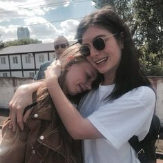 Lorde with a fan The Love Club, Lorde, Queen, Cover Photos, Celebrity Crush, Girl Crushes, Girl Power, Couple Photos, Savior