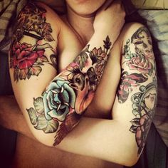 Floral tattoos are so beautiful and amazing. ;-;