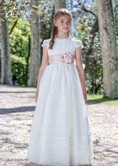 Young Fashion, Teen Fashion, Baby Girl Dresses, Flower Girl Dresses, Communion Dresses, First Communion, Kids And Parenting, Dressmaking, American Girl