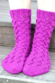 Malli on nimeltään Sirkka Knitting Stiches, Knitting Socks, Hand Knitting, Knitting Patterns, Knit Socks, Cozy Socks, Fair Isle Pattern, Socks And Heels, Knitwear Fashion