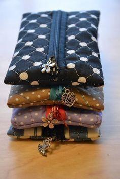 Beim Herumsurfen hab ich ein Tutorial für diese Täschen gefunden. Total einfach und sie sehen süß aus. Ich hatte Angst wegen dem Zipp...