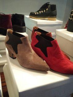 Zapatos de gamuza y elastico a los costados