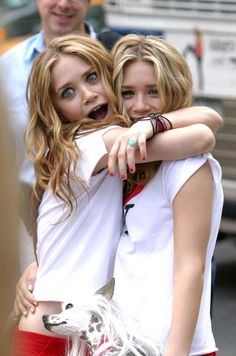 Mary-Kate Olsen and Ashley Olsen had fun on set filming New York Minute in Mary Kate Ashley, Ashley Olsen, Perfect People, Pretty People, Beautiful People, Olsen Sister, Olsen Twins, Sister Sister, Actrices Hollywood